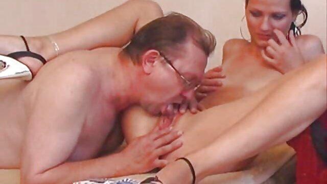 Belle Roberta porno femme avec son fils baise un coq noir monstre