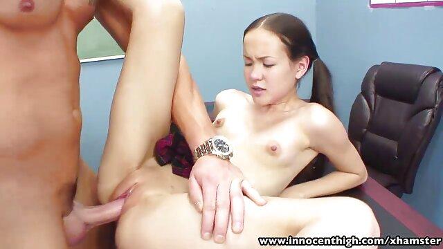 Plantureuse amateur Gabriella se masturbe la chatte porn mere et son fils